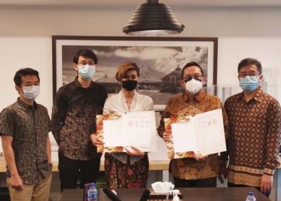 Photo of Dorong Industri PLTS Nasional, Watala Gandeng ISGEN Panel Tandatangani Kontak Bangun PLTS 5 MW dengan Karyadeka